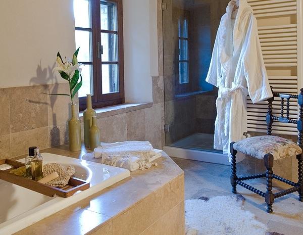 italian-agriturismo-pipistrelli-bath.jpg
