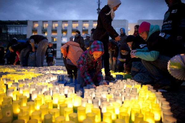 WWF Earth Hour event 2012, Berlin in front of the Brandenburger Tor. Image © WWF-Germany.
