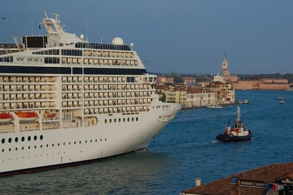 cruise liner ban venice