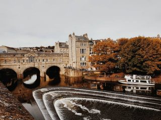 Bath in the autumn looks incredibly lovely. I want to spend a few days here absorbed in the architecture. It's something I really missed when living in Australia... the old buildings with so much history. The bridge in the picture is Pulteney Bridge, completed in 1744. It is one of only four bridges in the world to have shops along both sides. Great spot to have tea and scones. ⠀⠀⠀⠀⠀⠀⠀⠀⠀ #bath #visitbath #architecture #pulteneybridge #daytrip #travel #traveluk #river #daycruise